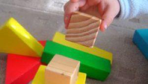 nino-jugando-maternidad-continuum